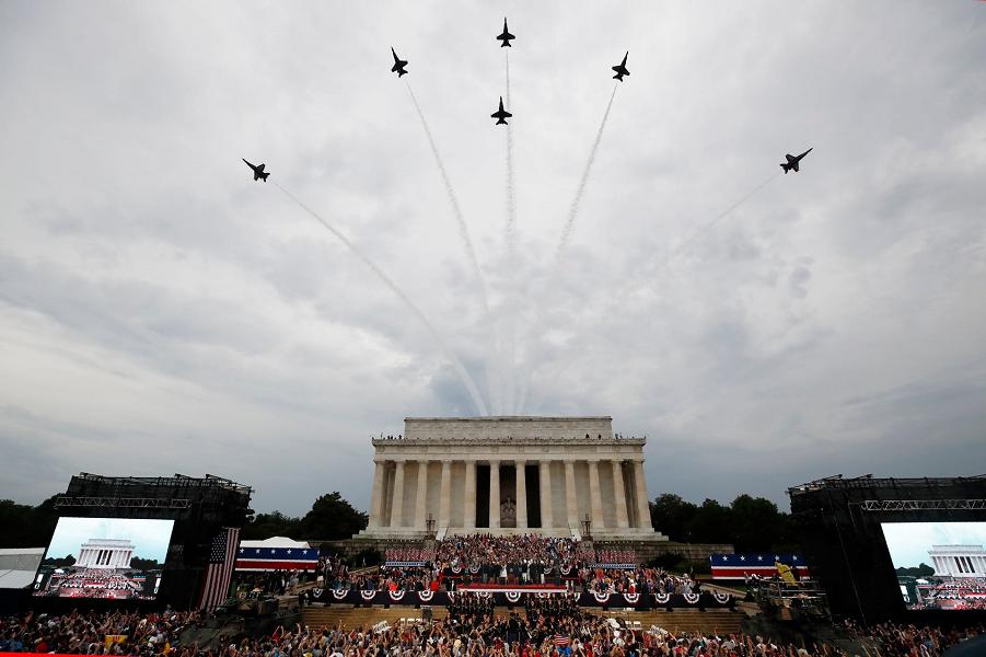 У американцев свой парад! Впечатляет? July 4, 2019, in Washington. Alex Brandon, AP.png