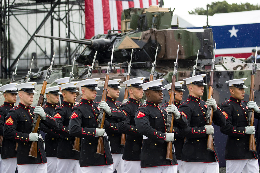 У американцев свой парад! Впечатляет? The U.S. Marine Corps Silent Drill Platoon arrives to perform during an Independence Day, July 4, 2019, in Washington. Alex Brandon, AP.png