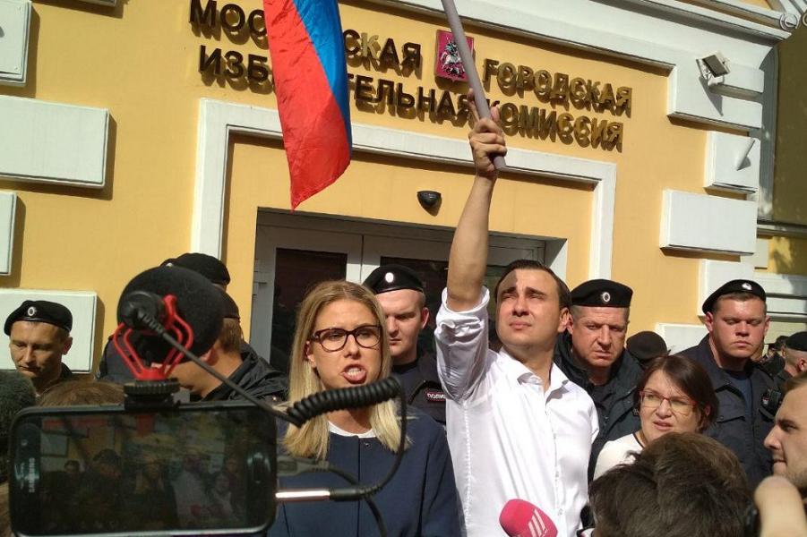 Кандидат в кандидаты Людмила Соболь на акции 14 июля в Москве.png