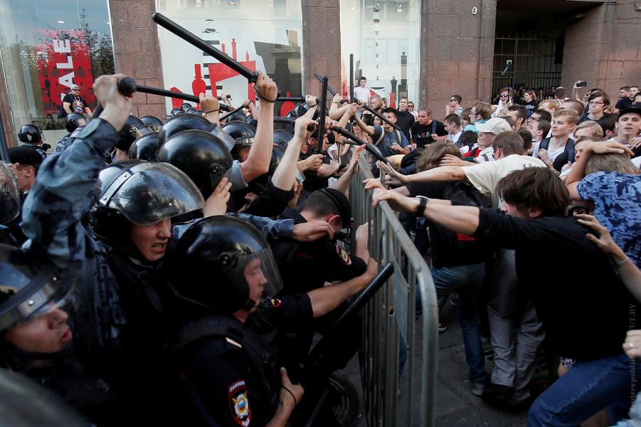 27 июля 2019 в Москве, столкновения.png