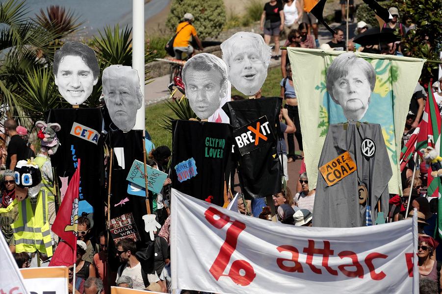 Протест в Андай, недалеко от Биаррица, Франция, 24 августа 2019 года, в день открытия саммита G7. Гийом Оркахуэло, EPA-EFE.png