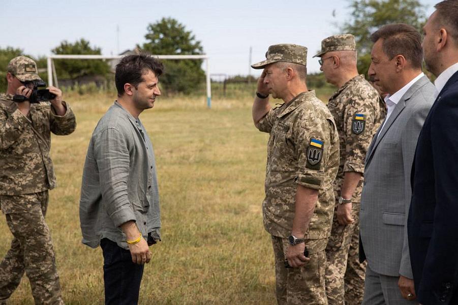 Зеленский в войсках в Донбассе.png
