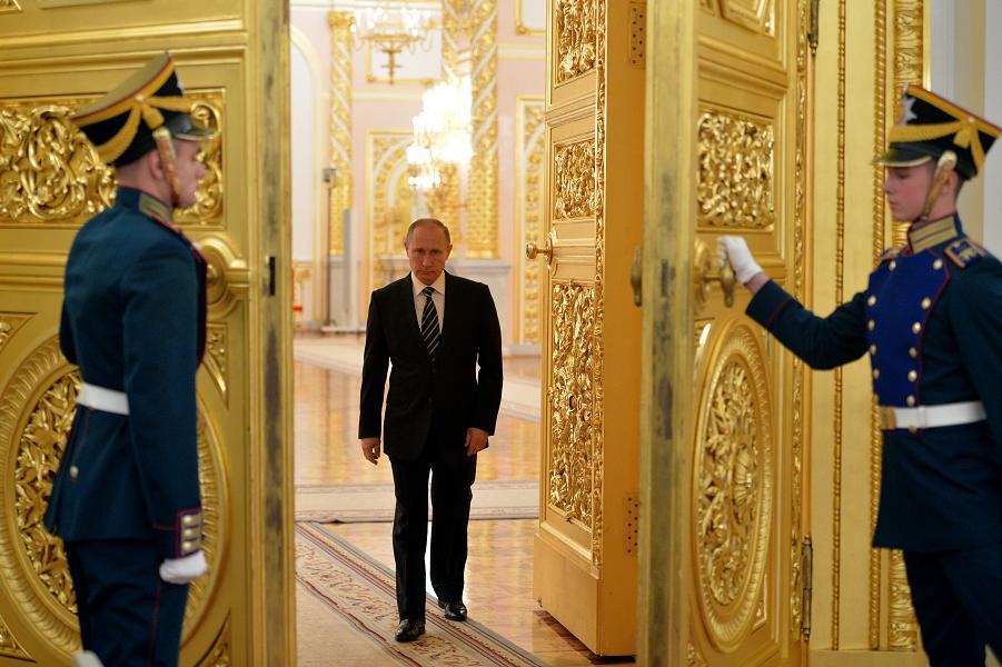 Президент Путин в Кремле.png