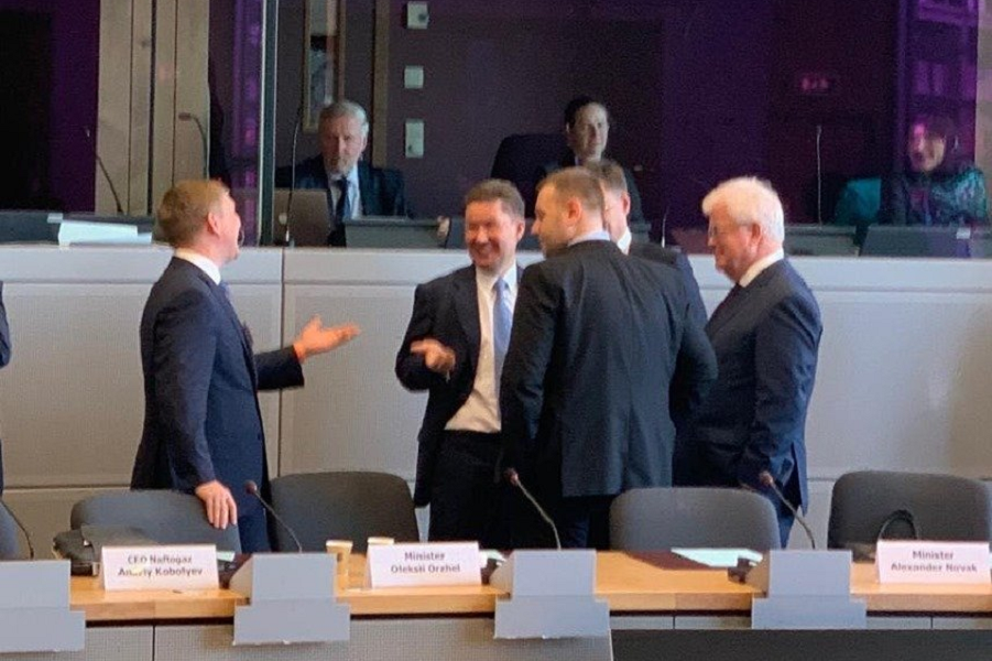 Переговоры в Брюсселе 28 октября 2019, Миллер и Кобелев.png