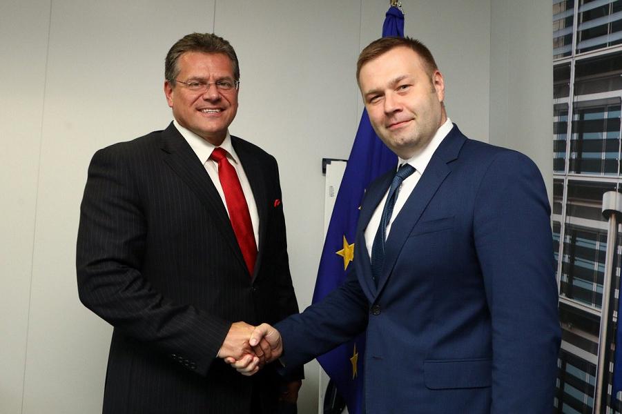Министр энергетики и окружающей среды Украины Оржель и европереговорщик по газу Шефчович.png