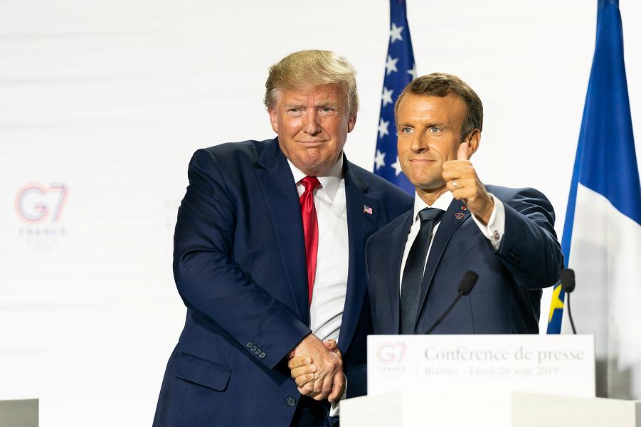 Трамп и Макрон.png