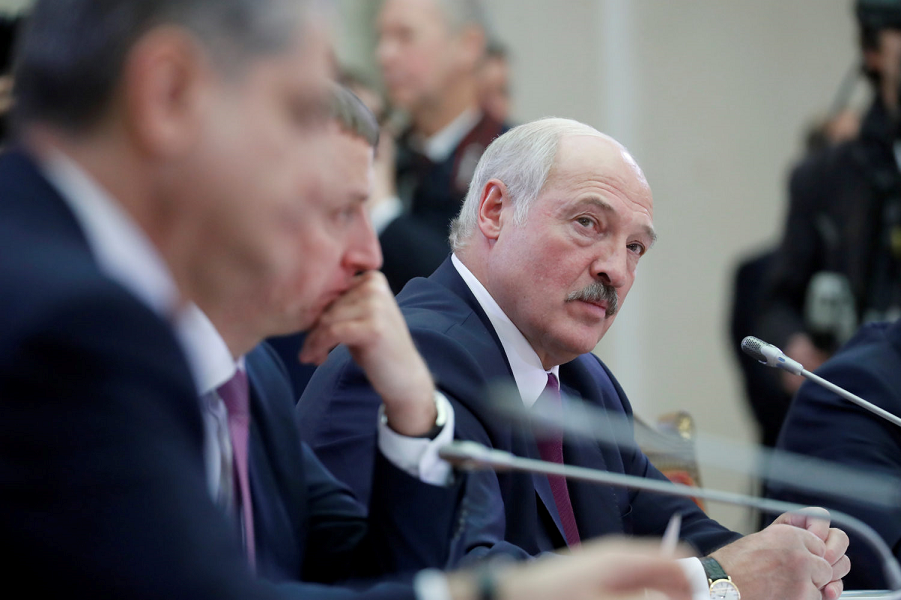 Лукашенко на переговорах.png