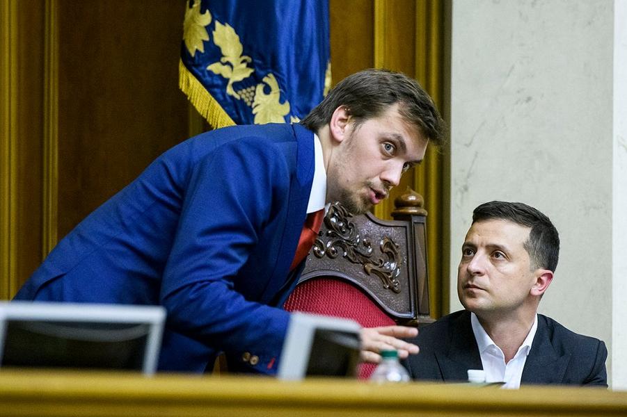 Президент Зеленский и премьер Гончарук.png