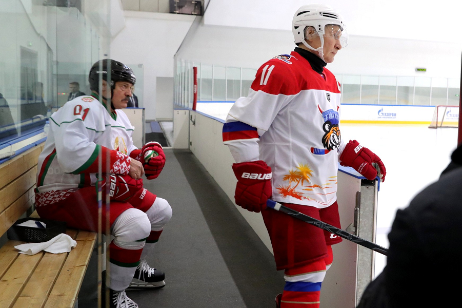 Президенты России и Белоруссии приняли участие в товарищеском хоккейном матче, 7.02.20.png