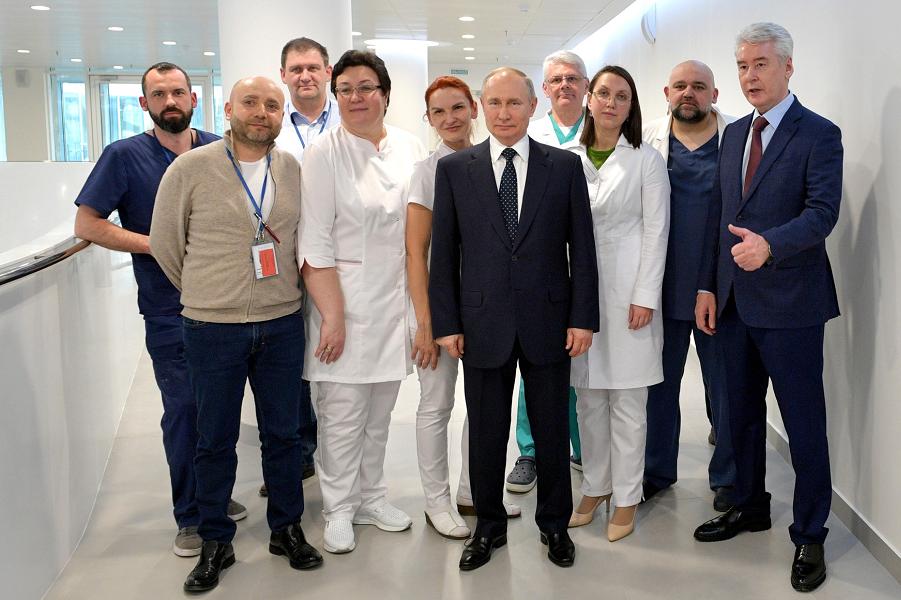 Путин и Собянин в больнице Дениса Проценко в Коммунарке, 24.03.20.png