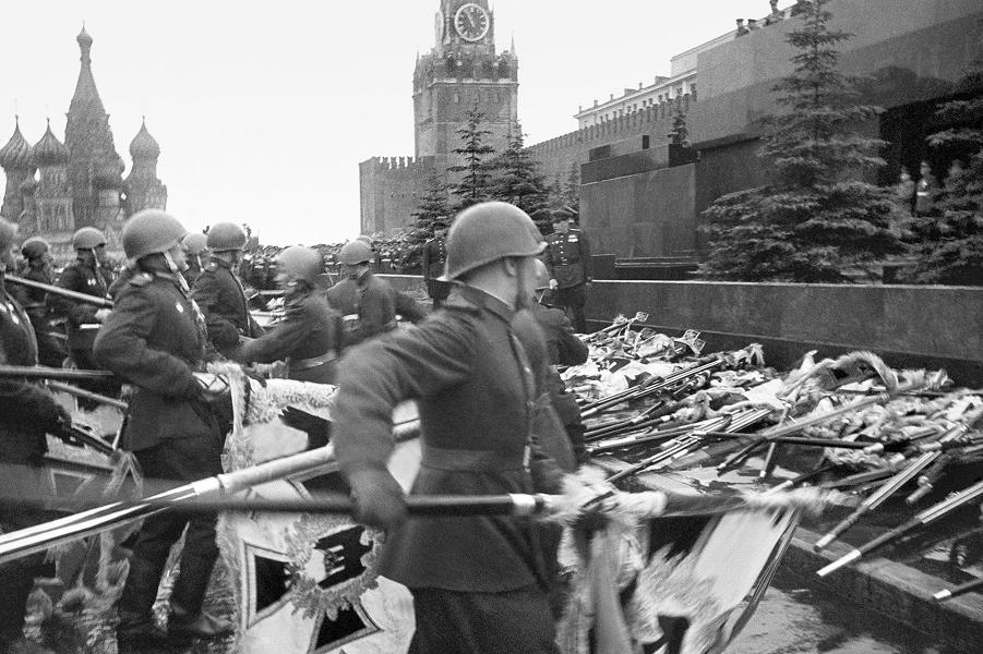 Парад Победы 24 июня 1945 года.png