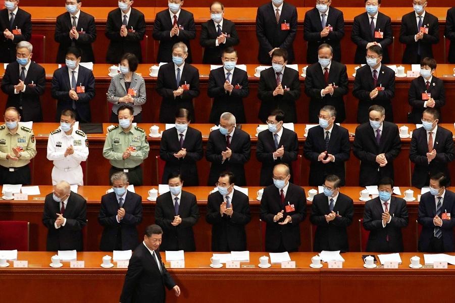 Председатель Си Цзиньпин  на открытом заседании парламентской сессии ВСНП, 22.05.20.jpg