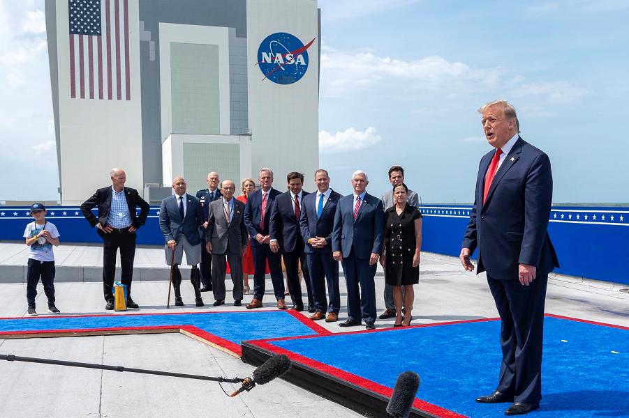 Трамп говорит о G-7 после удачного запуска Crew Dragon, 30.05.20.png