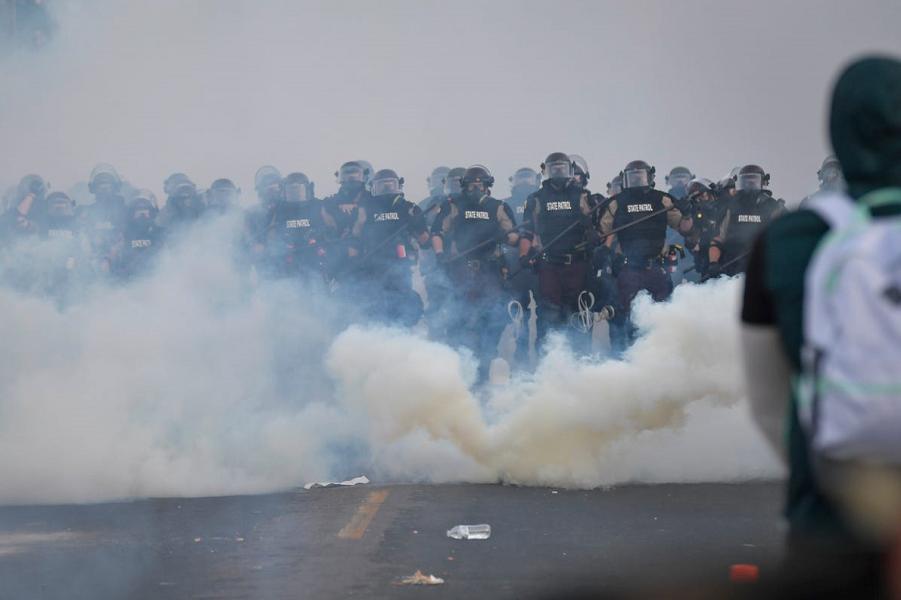 Столкновения в центре Миннеаполиса, 30 мая 2020 года, Jack Gruber USA Today.png