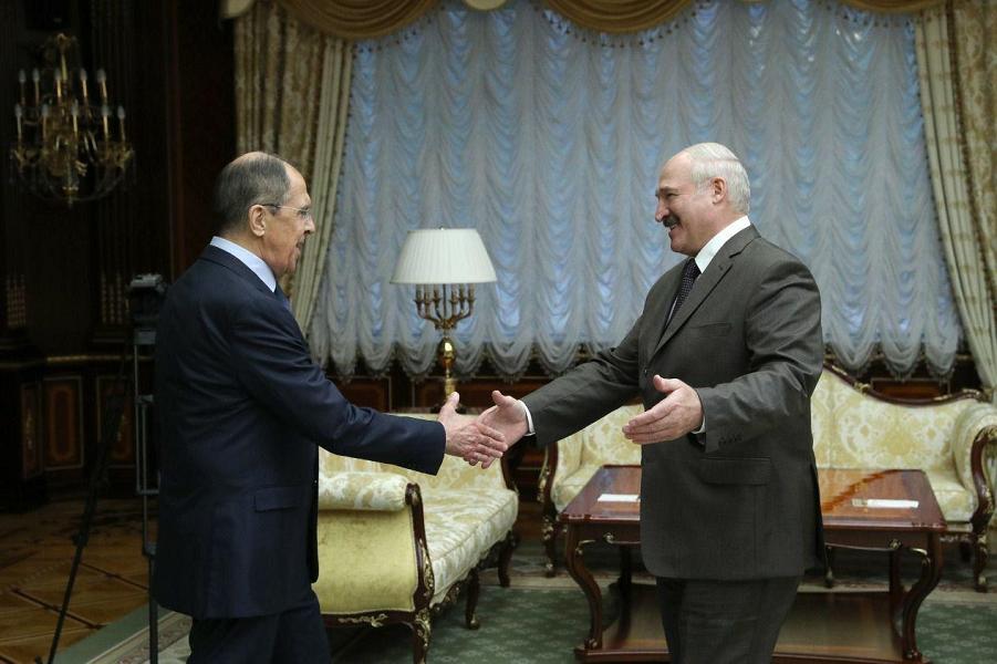 Лукашенко встречает Лаврова.png