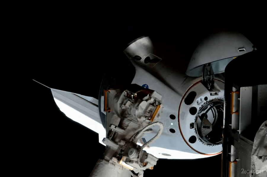 Стыковка Crew Dragon с МКС.png
