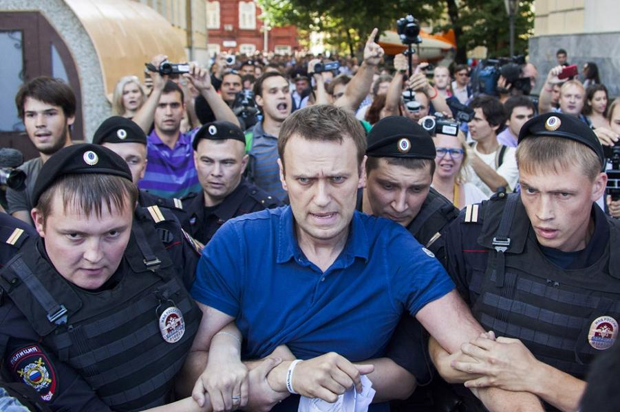 Алексей Навальный, политик и общественный деятель.png