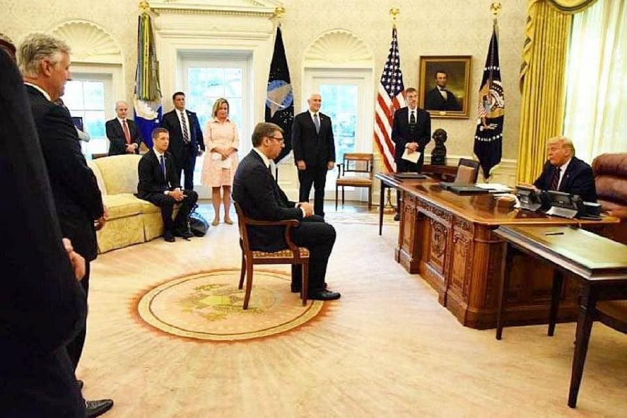 Президент США Трамп принимает президента Сербии  Вучича.png