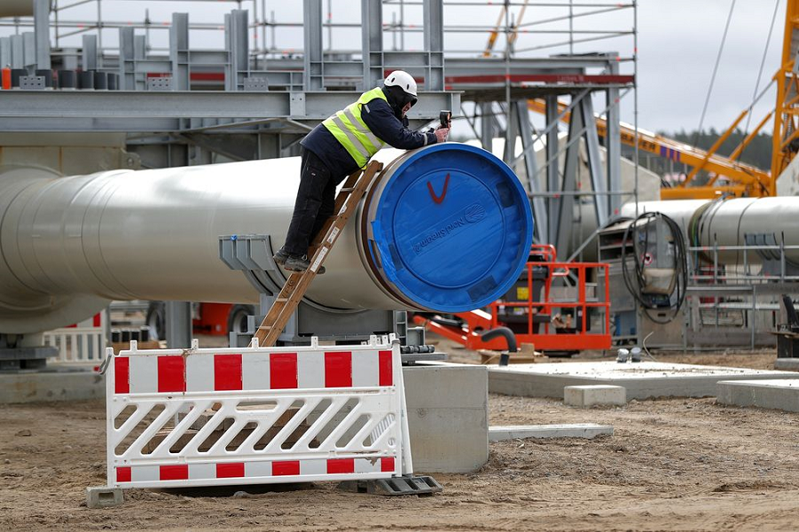 The_Nord_Stream_2_gas_pipeline_landing_site_in_Lubmin,_Germany.png