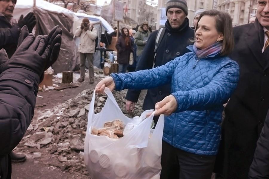 Нуланд на Майдане.jpg