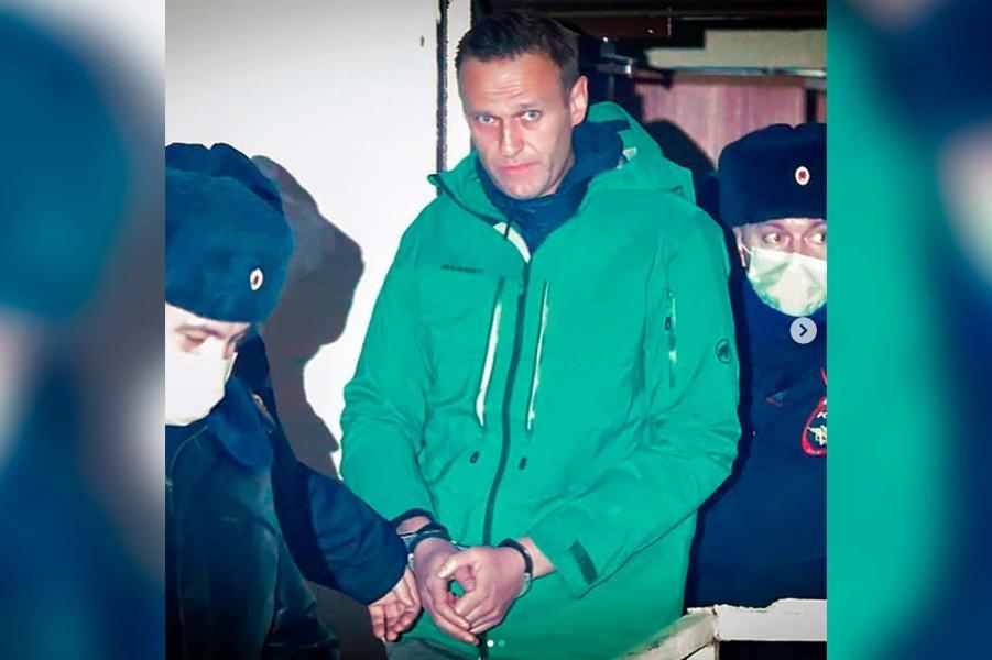 Навальный после суда.jpg