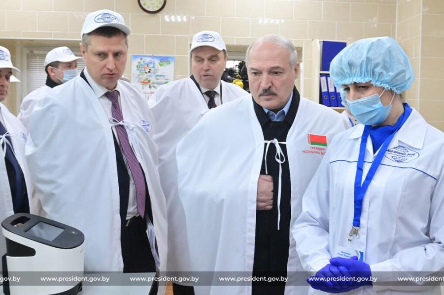 Караев, Караник и Лукашенко на молокозаводе, 19.03.21.jpg