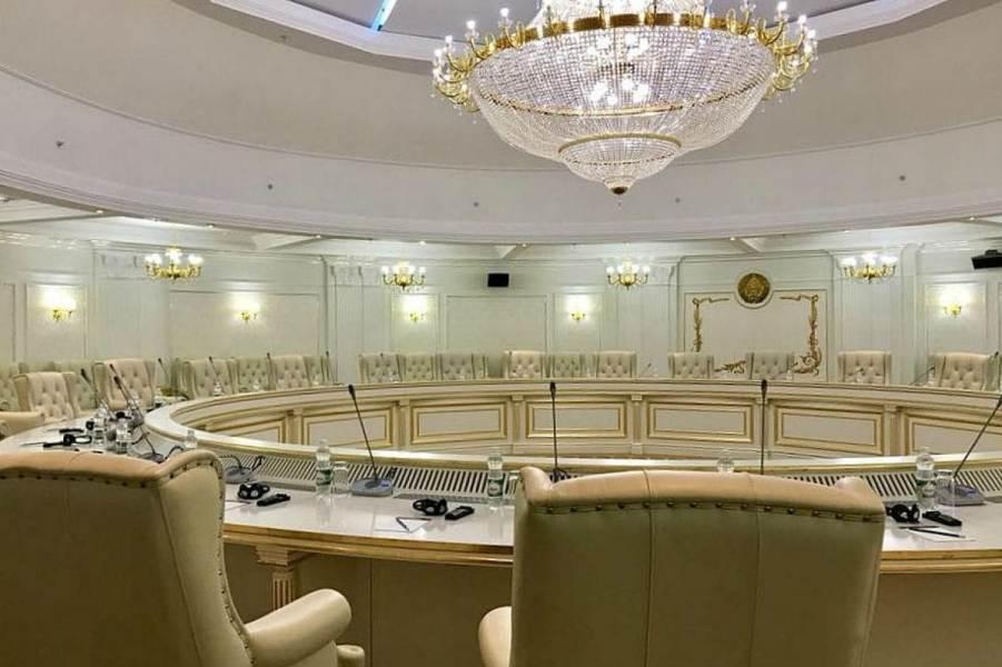 Зал переговоров в Минске.jpg
