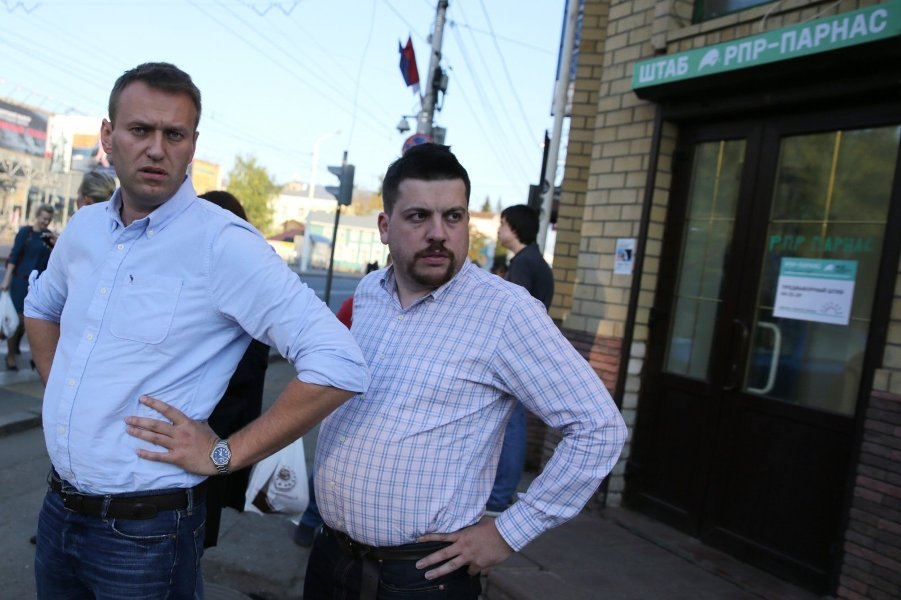Навальный и Волков.jpg