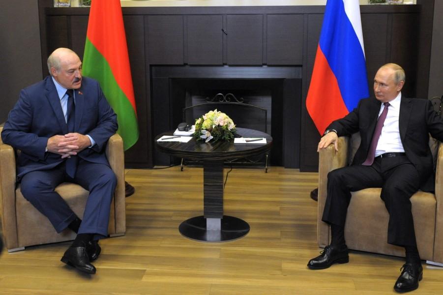Путин принимает Лукашенко в Сочи, 28.05.21.jpg