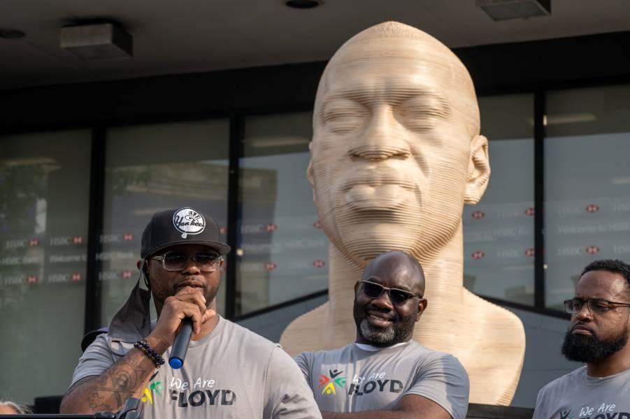 Памятник Флойду в Нью-Йорке.jpg