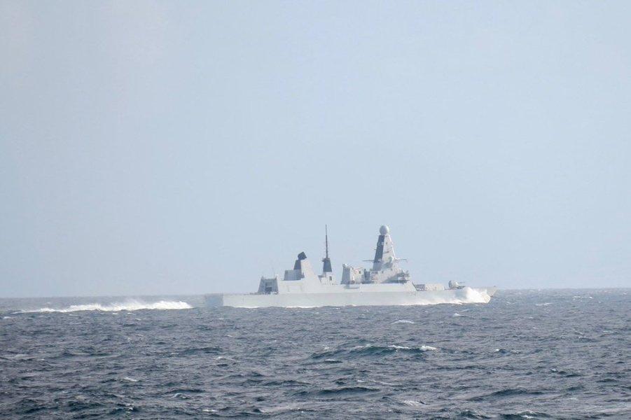 эсминец Дефандер ВМС Великобритании.jpg