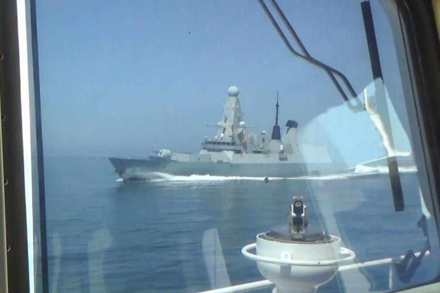 Эсминец Дефендер, ВМС Великобритании.jpg
