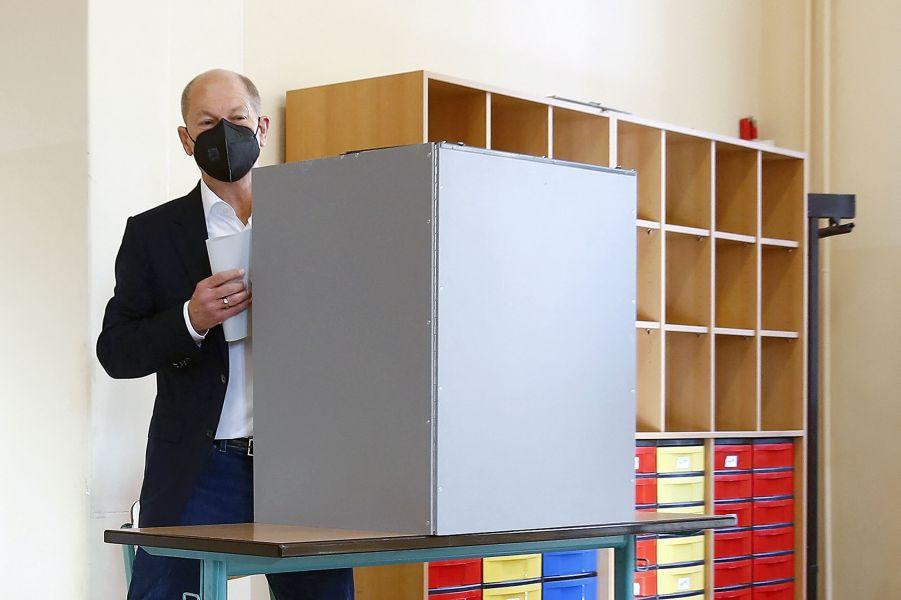 Олаф Шольц, лидер СДПГ, на выборах 2021.jpeg