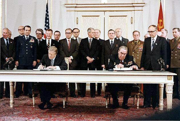 Carter_Brezhnev_sign_SALT_II