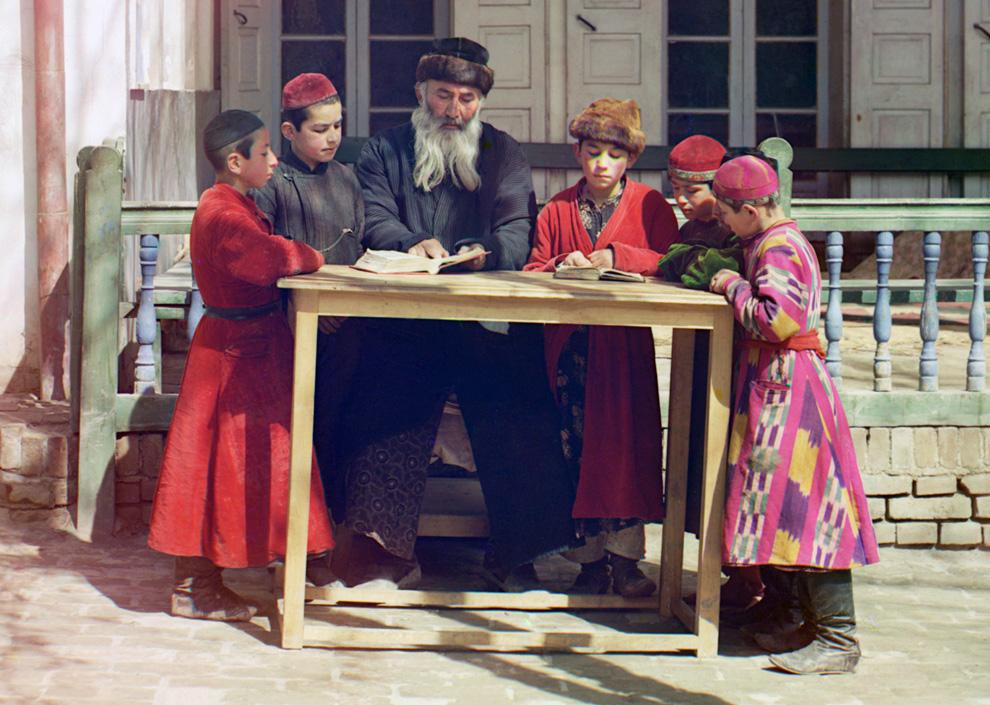Еврейские дети с учителем в Самарканде