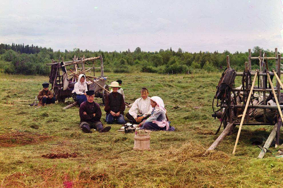Крестьяне, собирающие сено, 1909