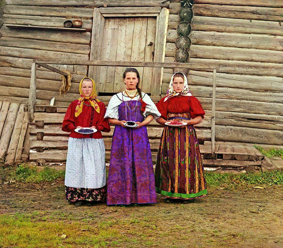 Крестьянские девушки. Деревня Топорня. Вологодская губерния, 1909 год