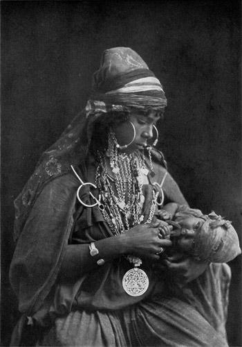 бедуинка с ребенком