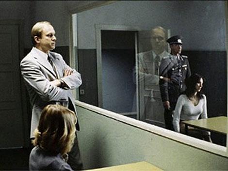 Как отличить простое зеркало, от зеркала шпиона