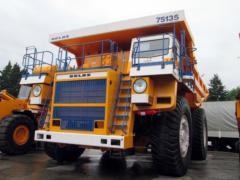 BELAZ-75135
