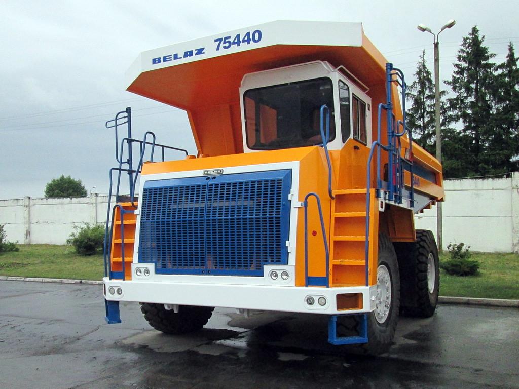 BELAZ-75440-2