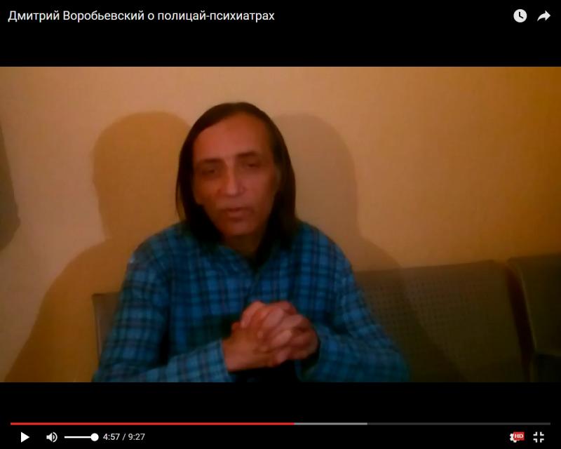 Дмитрий Воробьевский в коридоре суда в Воронеже