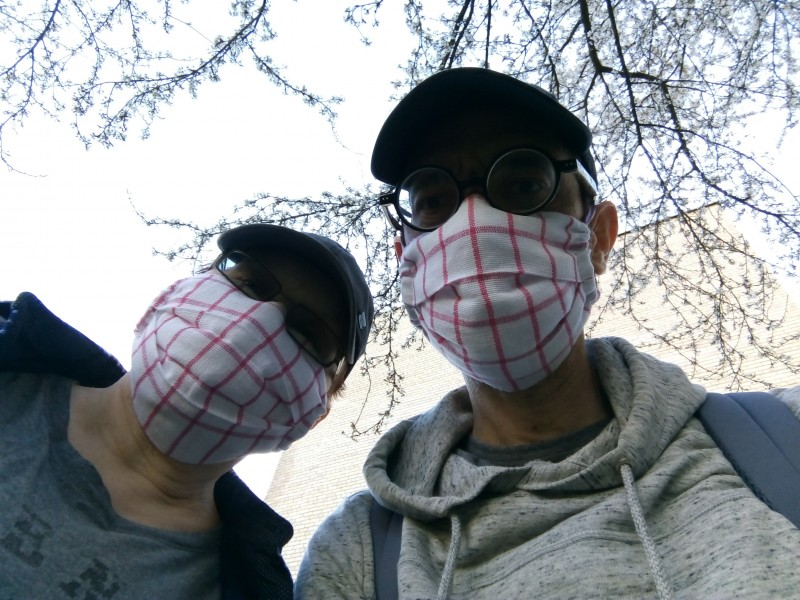 Татьяна Ильина и Виктор Корб соблюдают масочный режим в Новой Вильне. Фото © Виктор Корб, 2020