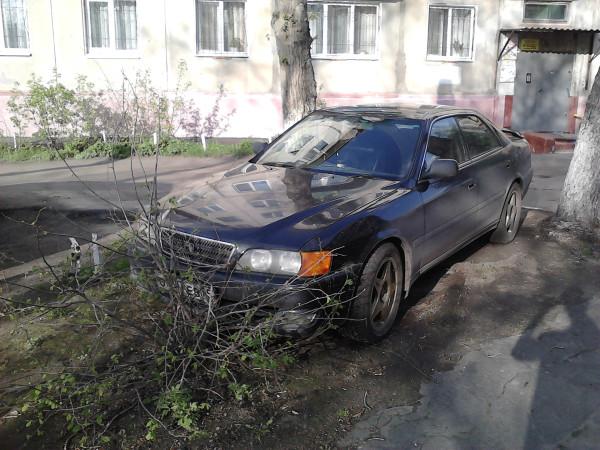 Автомобиль - лучшее украшение газона