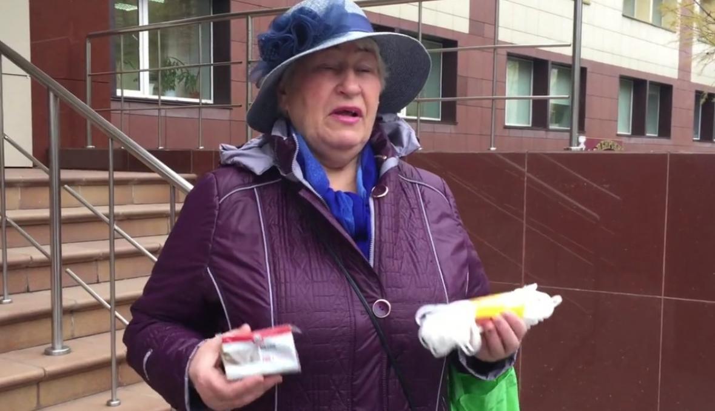 Российская пенсионерка подарила министру мыло и веревку