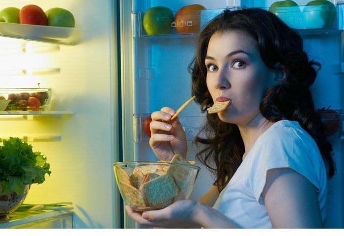 Ночные перекусы ведут к выпадению зубов