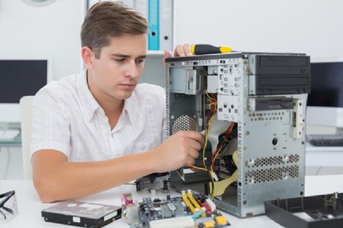Чинить компьютер самому или вызывать мастера?