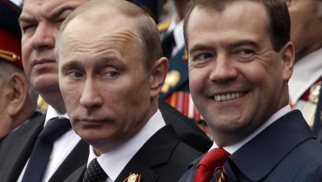 Российская дихотомия: Путин лучше, чем Медведев. Чем лучше? Чем Медведев