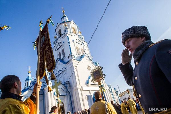 Почему Невидимая Рука рынка строит все новые и новые Храмы, несмотря на то, что количество прихожан давно уже не растет?