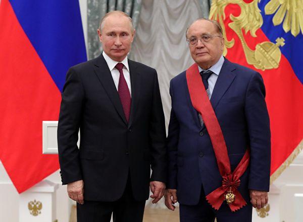 Президент в Кремле вручает госнаграды Матвиенко, Инфантино и Симоньян